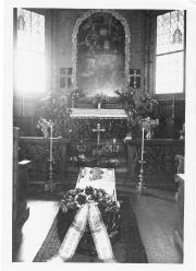 Willem Mengelberg opgebaard in de kapel van Chasa Mengelberg, 1951