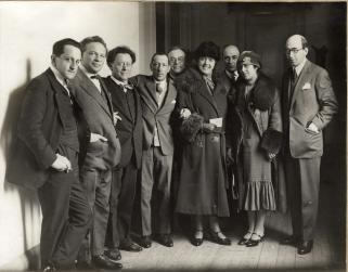 v.l.n.r. Rudolf Mengelberg, Ottorino Resphighi, Willem Mengelberg, Igor Stravinsky, Cornelis Dopper, mw. Mengelberg, Sam Bottenheim, mw Lourié, Arthur Lourié in 1926