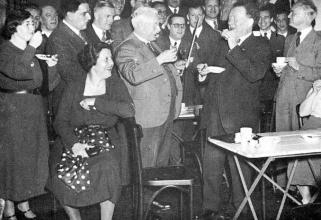 Links van Mengelberg concertmeester Louis Zimmermann